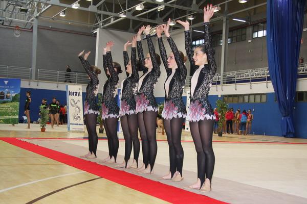 Saludo de algunas de las gimnastas en la competición celebrada el pasado año.