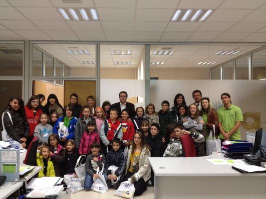 Jesús Burranchón con los miembros de la Comisión de Infancia y Adolescencia de Getafe