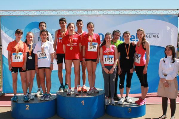 Foto de familia de los vencedores de las distintas categorías, junto a la concejala Mirene Presas, que entregó las medallas.