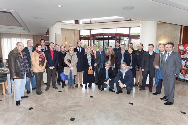 El concejal de Comercio, Fernando Lázaro, junto al director general de Comercio de la Comunidad de Madrid, Angel Luis Martín, la presidenta de Aje, Mercedes Afonso, el concejal de Consumo, Manuel Ortiz y miembros de AJ