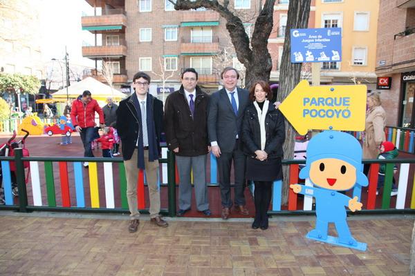 El alcalde Juan Soler en el nuevo `Parque Pocoyó´ junto a los concejales Paz Álvarez, Jesús Burranchón y Jorge Paumard