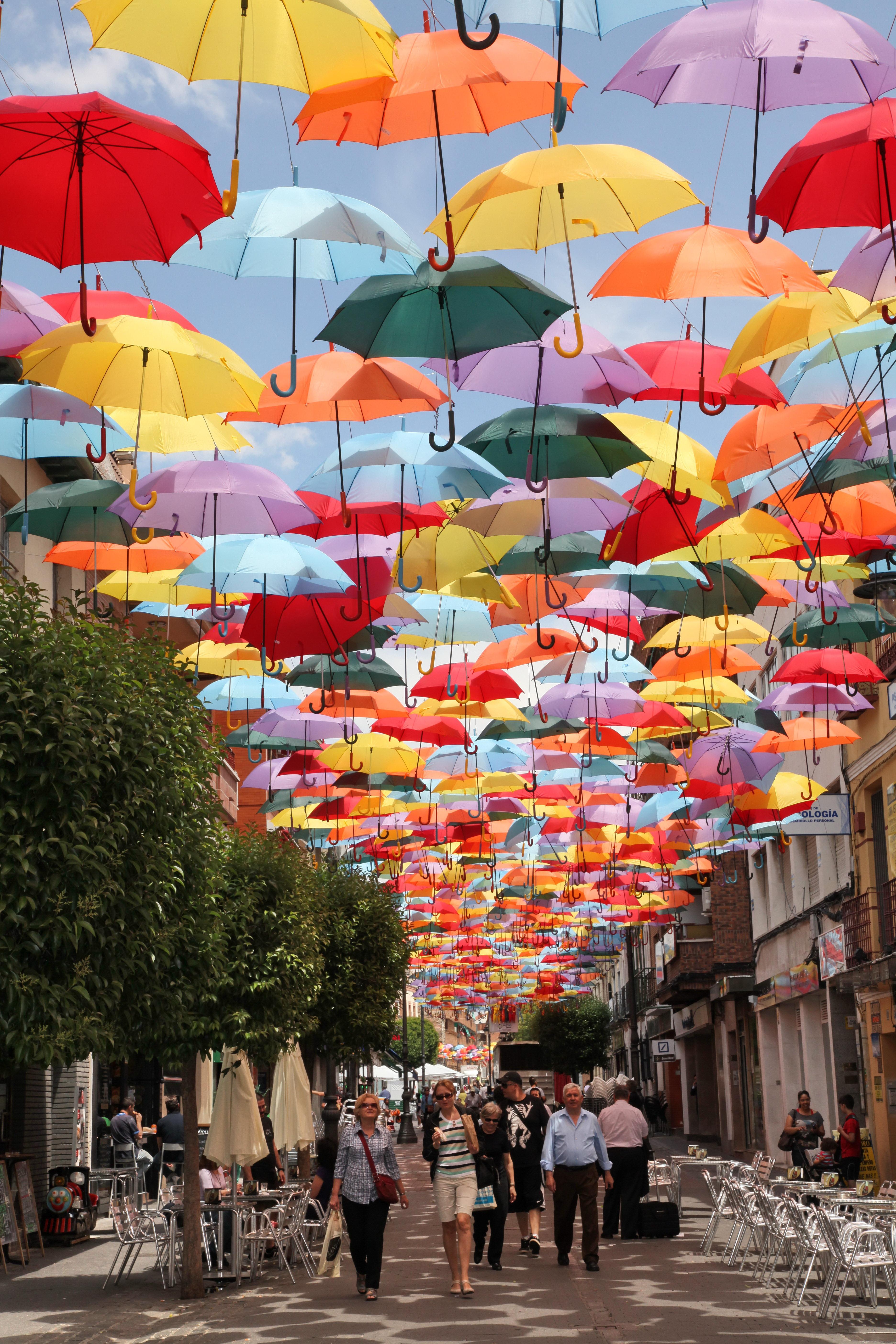 personalizadas 60% barato materiales superiores La calle Madrid se cubre de paraguas de colores para ...