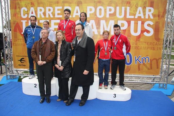 A la ceremonia de entrega de trofeos asistieron Carmen Plata, concejala de Deportes, Jesús Gómez, alcalde de Leganés y Daniel Peña, Rector de la UC3M.