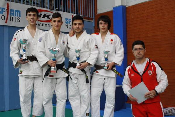 Christian Camuñas, segundo por la izquierda.