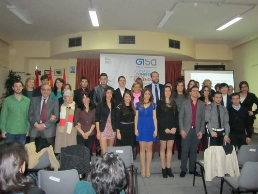 El concejal de Comercio e Industria, Fernando Lázaro, junto a participantes en las jornadas 'Presenta tu proyecto'.