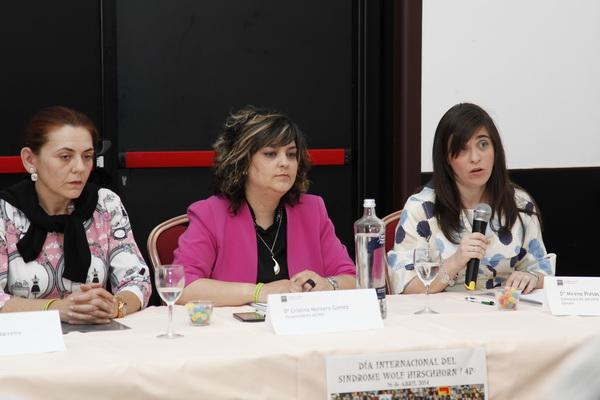 La concejala Mirene Presas dirigiéndose a los asistentes junto a la Presidenta de la Asociación, Cristina Montero