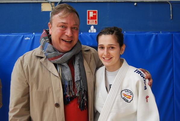 El alcalde de Getafe, Juan Soler, junto a Amanda Blanco