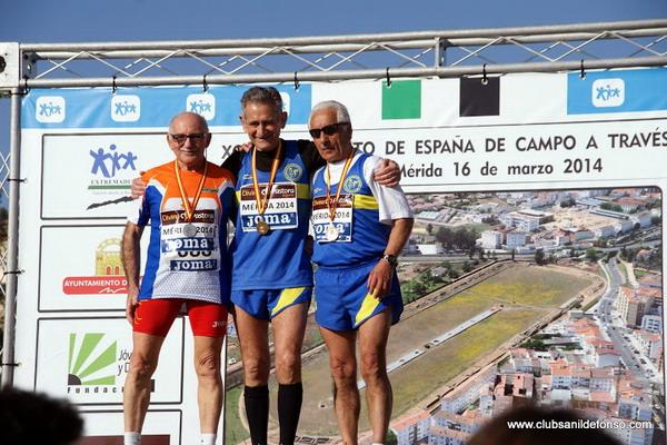 Francisco J.González (primero por la izquierda) con la medalla de plata.