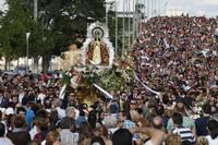 Imagen de la bajada de la Virgen de los Ángeles