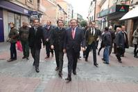 El alcalde Juan Soler y el presidente de la Comunidad de Madrid, Ignacio González, en la calle Madrid