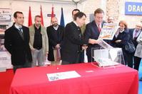 El alcalde Juan Soler y el presidente del Gobierno regional, Ignacio González, en el acto de colocación de la primera piedra del Centro Europeo de Artes Audiovisuales y Escénicas