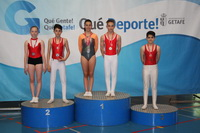 Cuatro de los miembros del Club Gimnástico Getafe en el podio