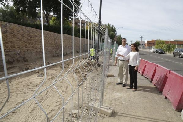La alcaldesa, Sara Hernández, y el alcalde de Leganés, Santiago Llorente, han visitado las obras
