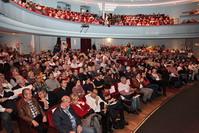 El Teatro Federico García Lorca lleno en apoyo a 'Los 8 de Airbus'