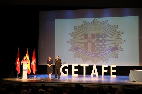 La alcaldesa, Sara Hernández, la concejala de Seguridad, Raquel Alcázar y el jefe de Policía Local, Pedro Cervel