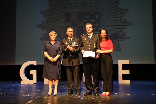 Entrega del reconocimiento al comisario de Policía Nacional, Francisco Javier Gómez Laína