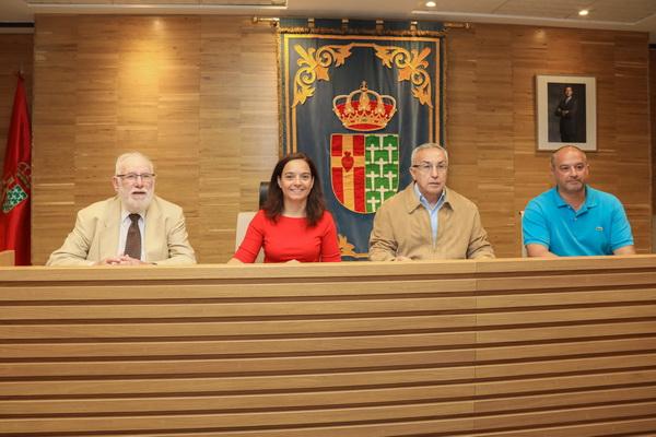 De izquierda a derecha, Carlos Berzosa, presidente de CEAR; Sara Hernández, alcaldesa de Getafe; Alejandro Blanco, presidente del COE; y Javier Santos, concejal del Gobierno Municipal